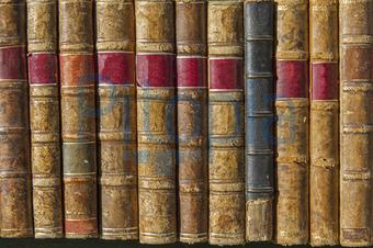 Bücher nebeneinander  Bildagentur Pitopia - Bilddetails - Mehrere alte Bücher ...