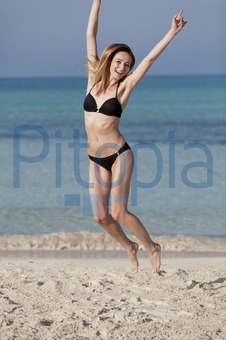 junges mädchen strand nackt